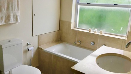 m_bathroom_no_1.jpg