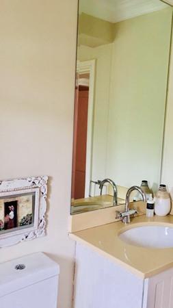 m_bathroom_no_2.jpg